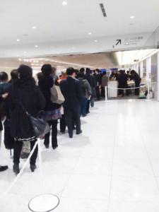出勤たのめの30分待ちの大行列ができる中国!!