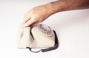 固定電話各社、詐欺防止機能で競合。